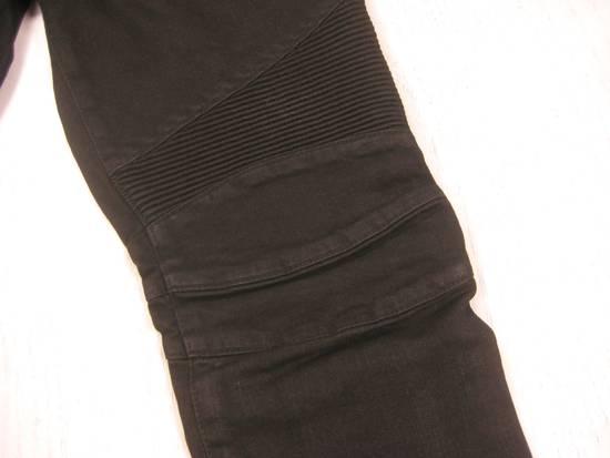 Balmain Classic Moto Jeans Made in Japan Style No. W4HT551C710W Black Coated Skinny Stretch Denim Biker Pants 32 x 32 Size US 32 / EU 48 - 2