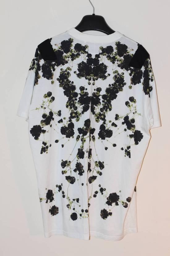 Givenchy Baby Breath T-shirt Size US M / EU 48-50 / 2 - 4