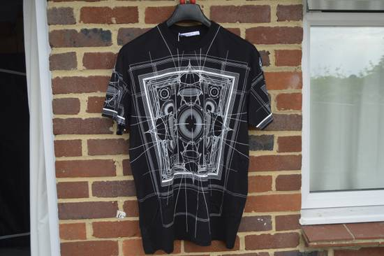Givenchy Black Graphic Print T-shirt Size US S / EU 44-46 / 1