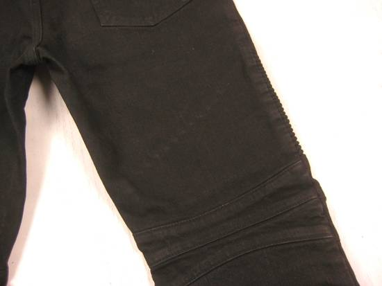 Balmain Classic Moto Jeans Made in Japan Style No. W4HT551C710W Black Coated Skinny Stretch Denim Biker Pants 32 x 32 Size US 32 / EU 48 - 17