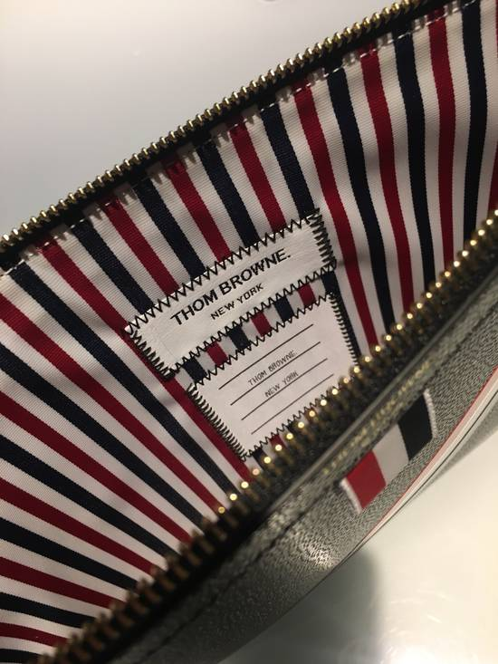 Thom Browne MEDIUM ZIPPED DOCUMENT HOLDER (35X25CM) WITH RED, WHITE AND BLUE DIAGONAL STRIPE IN PEBBLE GRAIN & CALF LEATHER Size ONE SIZE - 4