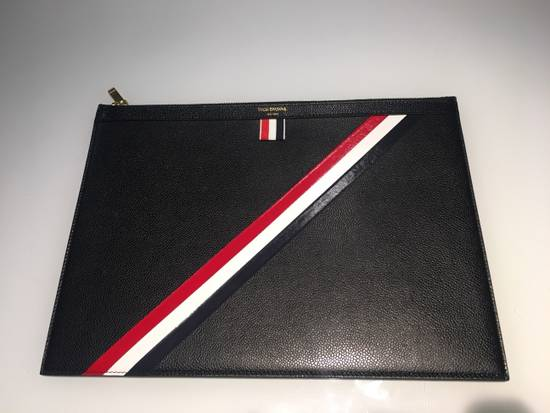 Thom Browne MEDIUM ZIPPED DOCUMENT HOLDER (35X25CM) WITH RED, WHITE AND BLUE DIAGONAL STRIPE IN PEBBLE GRAIN & CALF LEATHER Size ONE SIZE