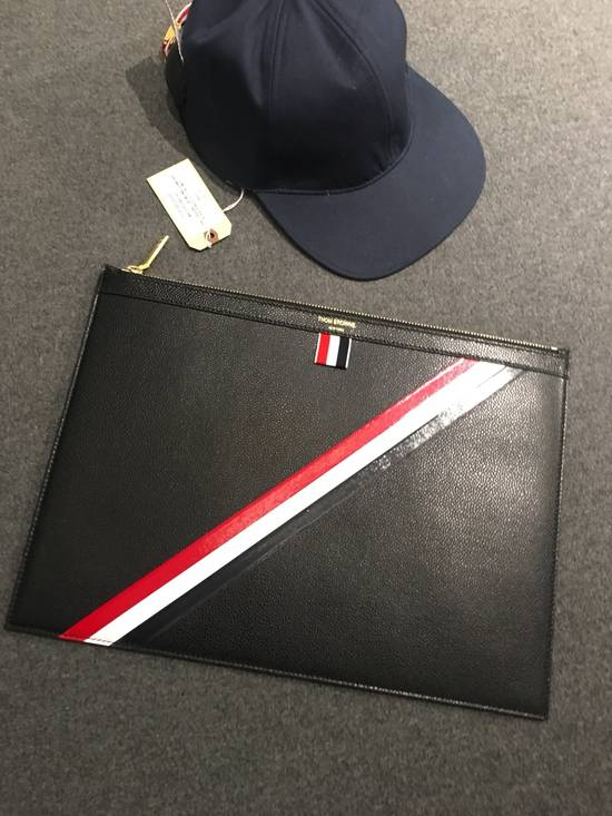 Thom Browne MEDIUM ZIPPED DOCUMENT HOLDER (35X25CM) WITH RED, WHITE AND BLUE DIAGONAL STRIPE IN PEBBLE GRAIN & CALF LEATHER Size ONE SIZE - 5