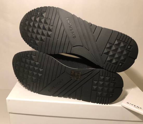 Givenchy GIVENCHY ELASTIC RACE RUNNER LOW TOP NEW Size US 7 / EU 40 - 6
