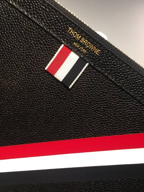 Thom Browne MEDIUM ZIPPED DOCUMENT HOLDER (35X25CM) WITH RED, WHITE AND BLUE DIAGONAL STRIPE IN PEBBLE GRAIN & CALF LEATHER Size ONE SIZE - 3