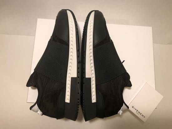 Givenchy GIVENCHY ELASTIC RACE RUNNER LOW TOP NEW Size US 7 / EU 40 - 4