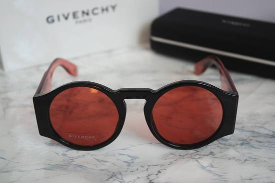 Givenchy NEW Givenchy GV 7056/S Black Red Tint Lens Circle Thick Rim Sunglasses Size ONE SIZE - 7