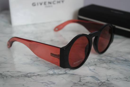 Givenchy NEW Givenchy GV 7056/S Black Red Tint Lens Circle Thick Rim Sunglasses Size ONE SIZE - 5