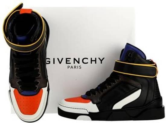 Givenchy Tyson Size US 7 / EU 40