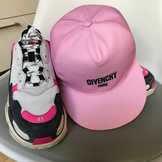 Givenchy Givenchy Hat With Embroidered Logo Pink New Size ONE SIZE