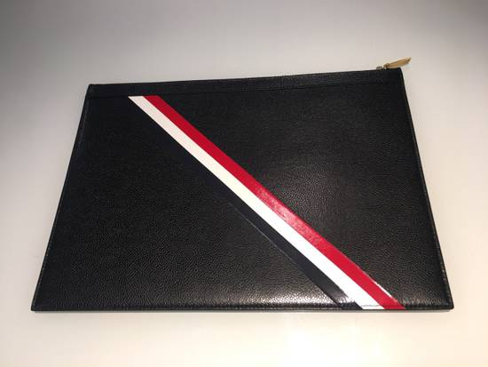 Thom Browne MEDIUM ZIPPED DOCUMENT HOLDER (35X25CM) WITH RED, WHITE AND BLUE DIAGONAL STRIPE IN PEBBLE GRAIN & CALF LEATHER Size ONE SIZE - 2