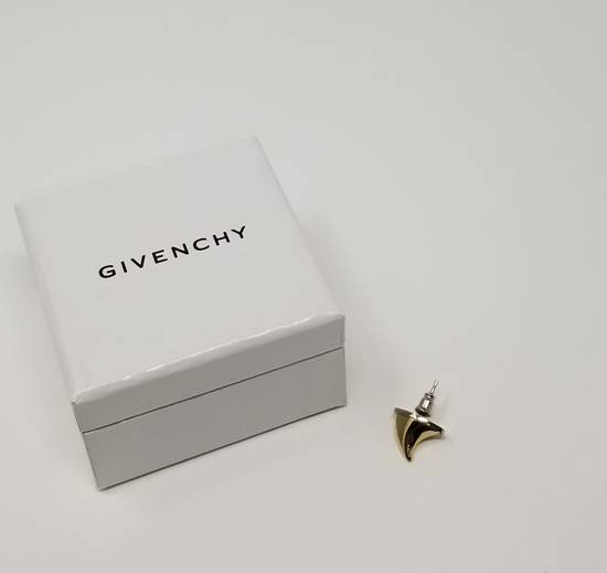 Givenchy NWT mainline fang earring Size ONE SIZE - 2