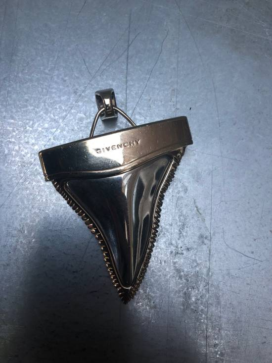 Givenchy Shark Tooth Size ONE SIZE - 1