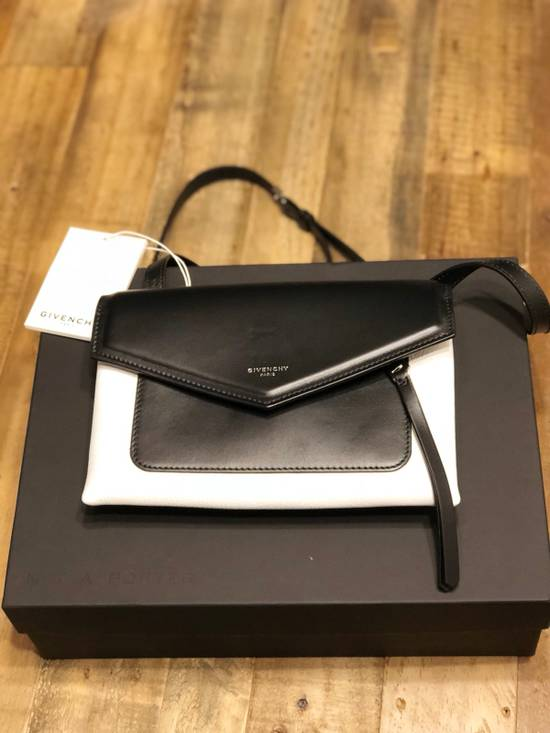 Givenchy Duetto two-tone smooth and textured-leather shoulder bag Size ONE SIZE - 9
