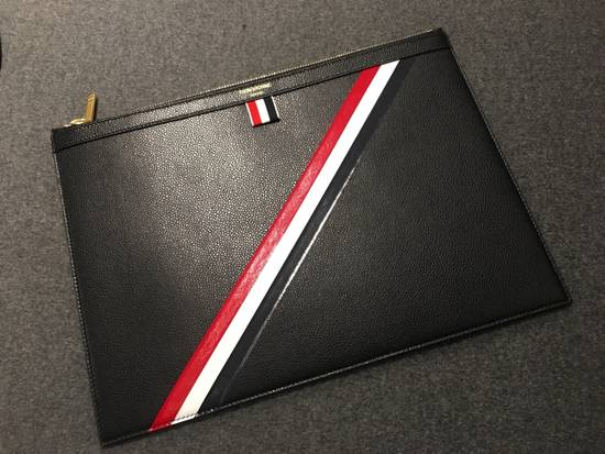 Thom Browne MEDIUM ZIPPED DOCUMENT HOLDER (35X25CM) WITH RED, WHITE AND BLUE DIAGONAL STRIPE IN PEBBLE GRAIN & CALF LEATHER Size ONE SIZE - 1