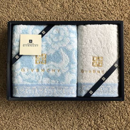 Givenchy Hand Towel Set Size ONE SIZE