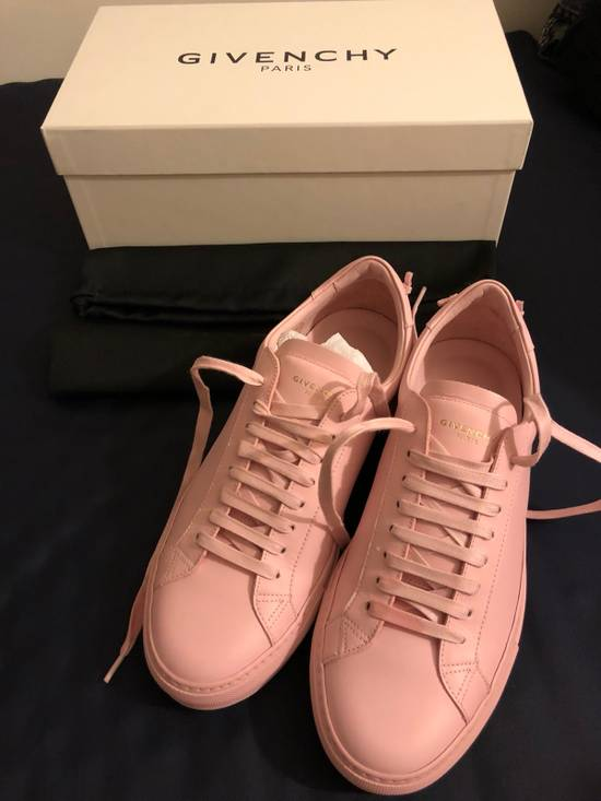 Givenchy Givenchy Pink Leather Low Top Sneaker Size US 7 / EU 40