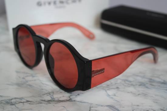Givenchy NEW Givenchy GV 7056/S Black Red Tint Lens Circle Thick Rim Sunglasses Size ONE SIZE - 4