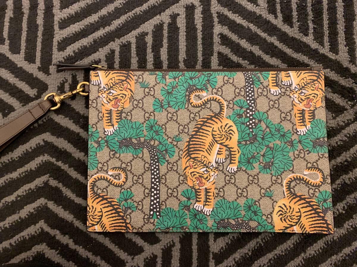 cd45011058c Gucci Gucci Bengal Tiger Print Clutch pouch