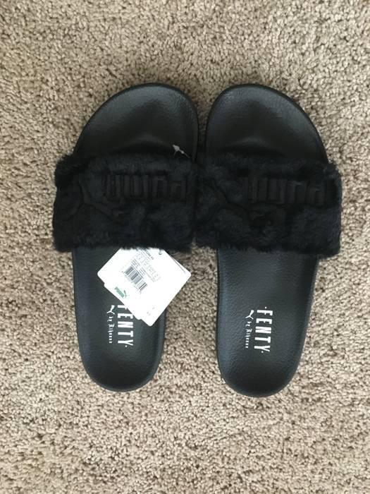 Fenty Leadcat Rihanna Fur Womens Lifestyle Sandals (Black Silver) Rhianna  Fenty  Slides a383a2dcdf