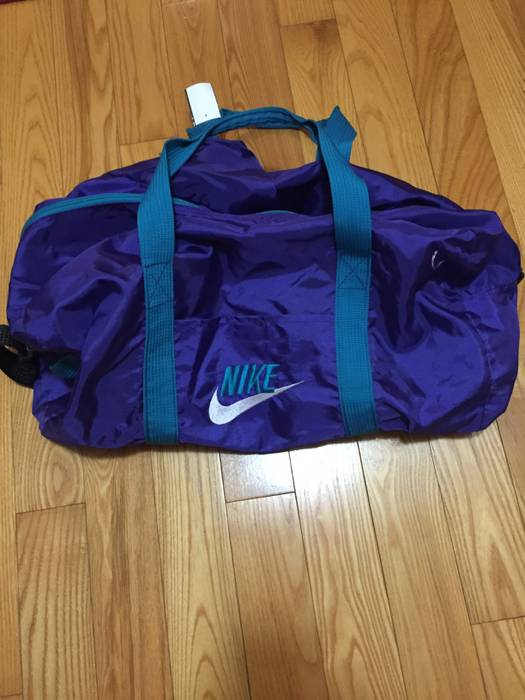 d5ee595b324c Nike VINTAGE 80s Nike Duffle Bag Size one size - Bags   Luggage for ...